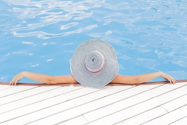 pool-690034_640.jpg